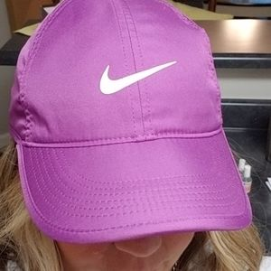NIKE hat in gorgeous purple!! NWOT